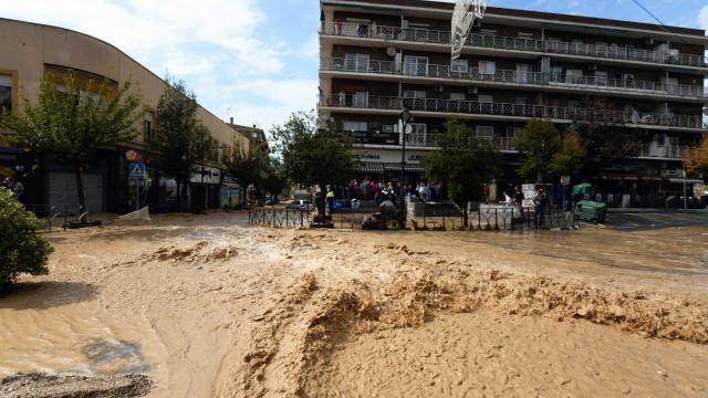 Sobe para sete o número de vítimas mortais do mau tempo em Espanha