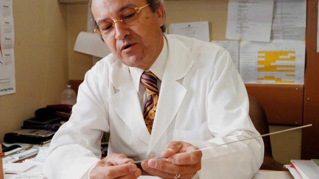 Morreu médico pioneiro da procriação medicamente assistida
