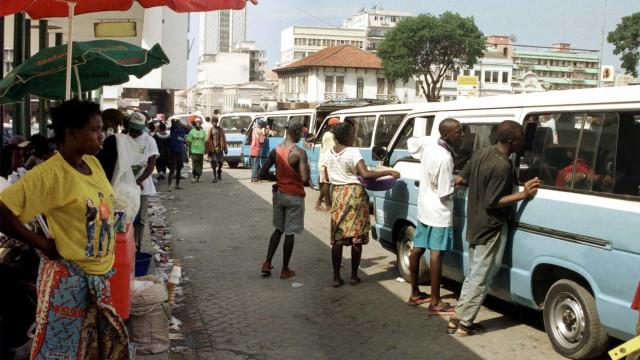 Mercado de rua em Luanda já coloca dólar nos 420 kwanzas
