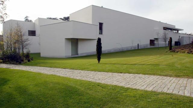 Obras da coleção de Serralves do escultor Manuel Rosa em exposição