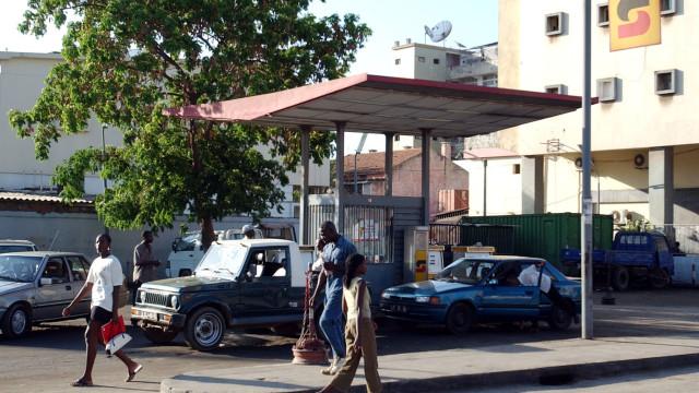 Angola gasta mais de 4.000 milhões de dólares para importar combustíveis