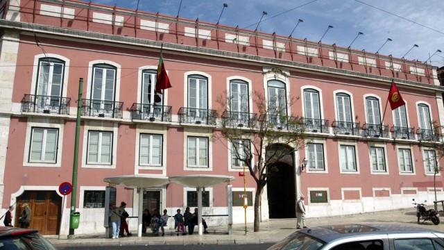 Óbito/Edmundo Pedro: PS põe bandeira a meia haste na sede nacional