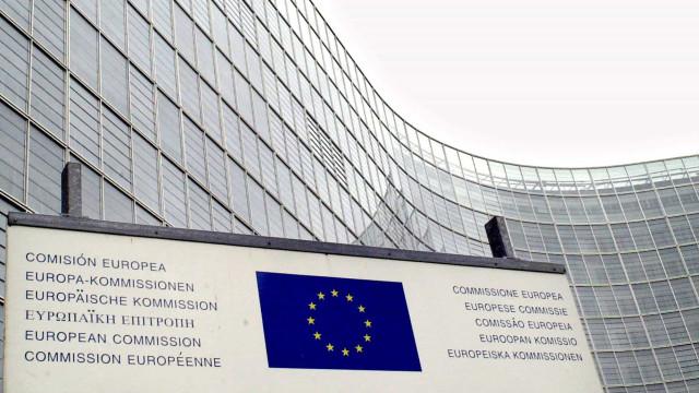 Portugal deve rever lei laboral para contratos permanentes, diz Bruxelas