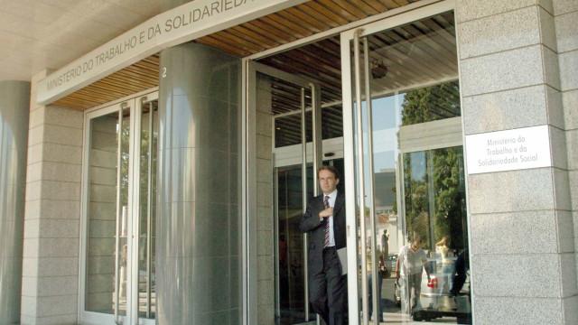 Precários do Estado marcam concentração para 7 de abril em Lisboa