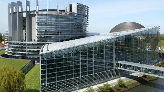 Parlamento aprova fundo de 700 mil milhões para investimentos na UE
