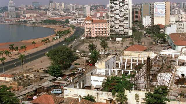 "Angola deve""endividar-se de forma sensata"", avisam economistas"