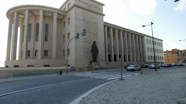 Exposição no Palácio da Justiça reúne obras inéditas de Júlio Resende