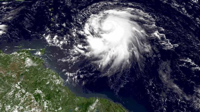 Tempestade tropical Ophelia subiu à categoria de furacão