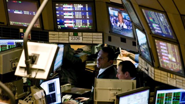 Wall Street fecha em baixa acentuada entre juros, resultados e China