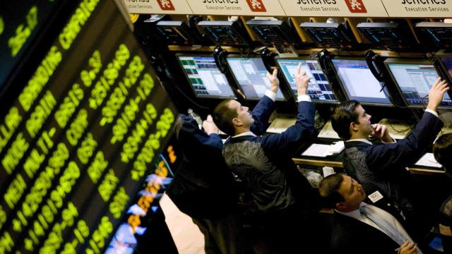 Wall Street encerra com Dow Jones a ganhar e Nasdaq a perder