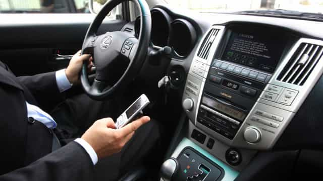 Mais de cem condutores multados por dia por uso do telemóvel em 2018