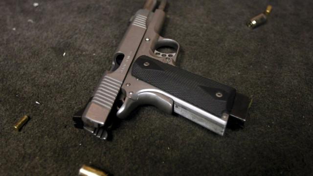 Exército brasileiro proíbe que civis comprem fuzis mas autoriza pistolas