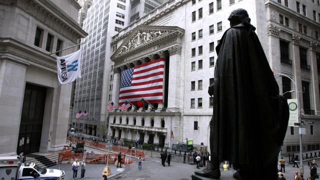 Wall Street encerra com novos recordes no Nasdaq e S&P 500