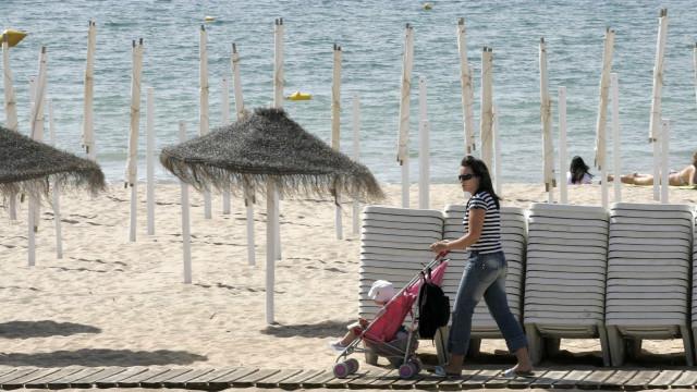 Polícia procura criança inglesa desaparecida na praia da Luz