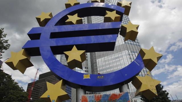 Bruxelas revê em baixa crescimento na zona euro em clima de incerteza