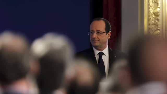 François Hollande renuncia à revisão constitucional