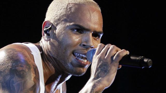 "Chris Brown sente-se atraído por Jennifer Lopez: ""Gosto dela e quero-a"""