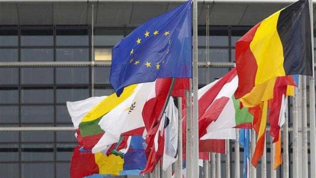 """Bruxelas dará resposta """"rápida"""" se Washington agravar taxas de automóveis"""