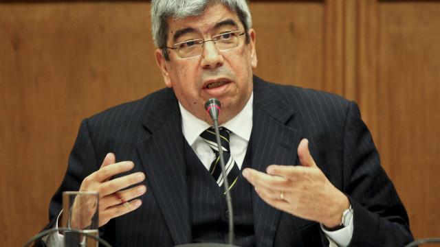 Ferro Rodrigues alerta socialistas para riscos de autosatisfação