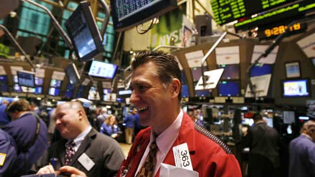Wall Street fecha com novos recordes de Dow Jones, Nasdaq e S&P500