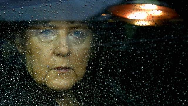 Hollande e Merkel entre os dirigentes que condenaram atentado em Istambul
