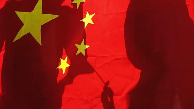 Mais de vinte mineiros presos após explosão em mina no leste da China