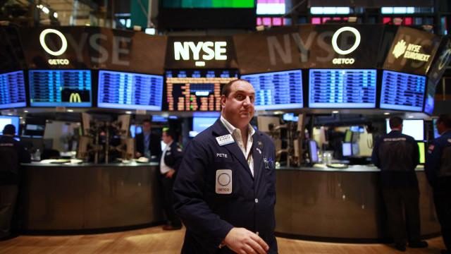 Bolsa de Nova Iorque segue a negociar em terreno misto