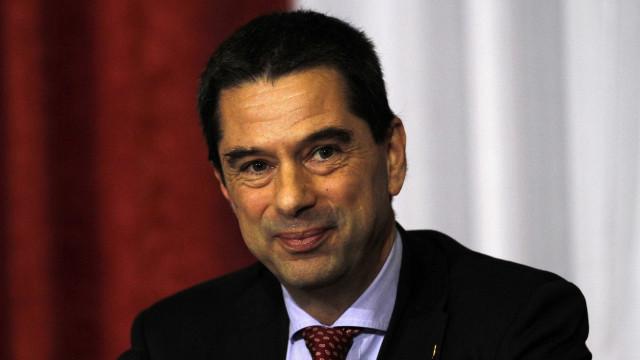 """Vítor Gaspar """"regressa"""" ao Parlamento em debate do CDS sobre subsídios"""