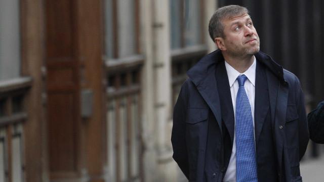 Dono do Chelsea cansa-se de esperar pelo Reino Unido e torna-se israelita