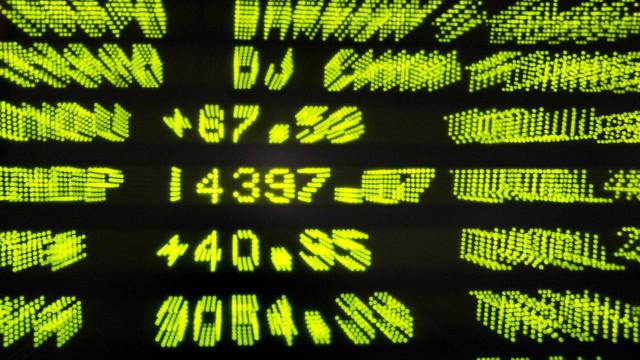 Mercados acionistas norte-americanos encerram em baixa