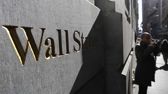 Wall Street cai devido a tensão comercial entre EUA e China