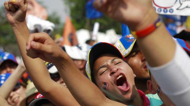 """Oposição cria """"centro"""" para coordenar ações contra regime da Venezuela"""