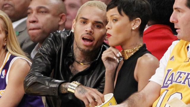 """Rihanna sente-se """"horrível"""" após acusações contra Chris Brown"""