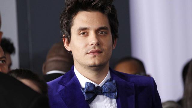 Novo casal em Hollywood: John Mayer namora com modelo 19 anos mais nova