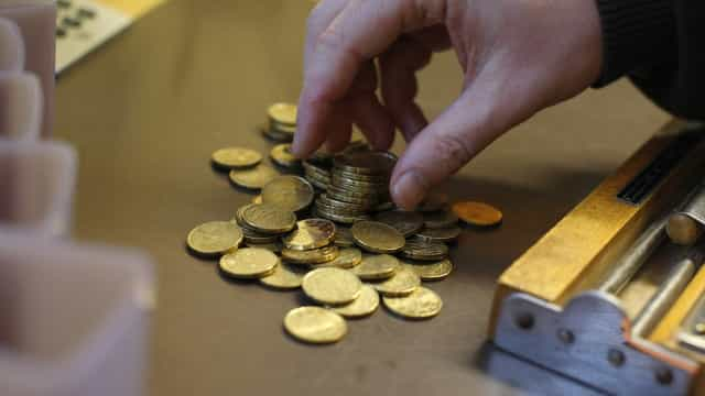 Euro ganha terreno face ao dólar