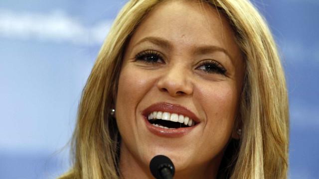 Shakira impressiona fãs com dança sensual