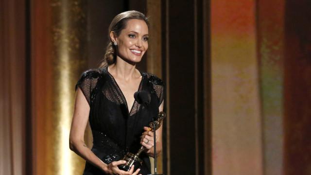 Angelina Jolie reage com resistência a perguntas sobre a sua saúde