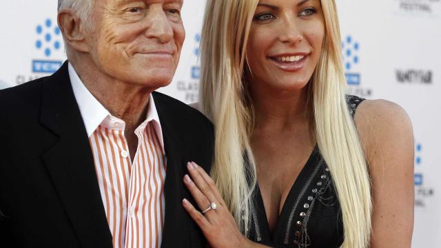 Viúva de Hugh Hefner fala pela primeira vez sobre a morte do marido