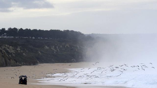 Praia do Meco: Um morto e dois desaparecidos após acidente de parapente