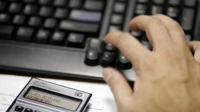 Contribuintes que ganham mais de mil euros continuam a reter IRS a mais