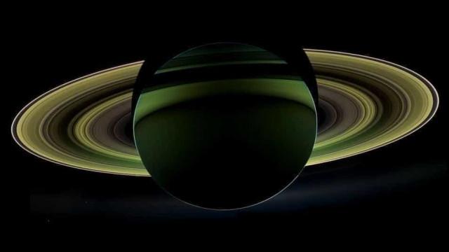 Uma das luas de Saturno poderá conter ingrediente essencial à vida