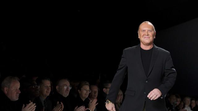 Negócio fechado. Michael Kors comprou a Versace por 1,8 mil milhões