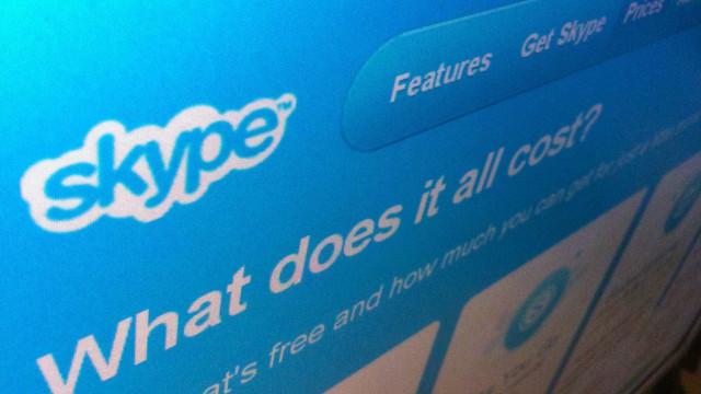 Não é só consigo. O Skype está com problemas em toda a Europa