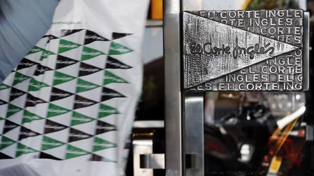 """Trabalhadoras do El Corte Inglés protestam em Gaia contra """"assédio moral"""""""