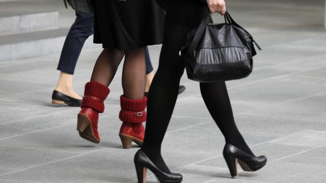Portugal: Elas ganham menos, fazem tarefas em casa e pagam contas a meias