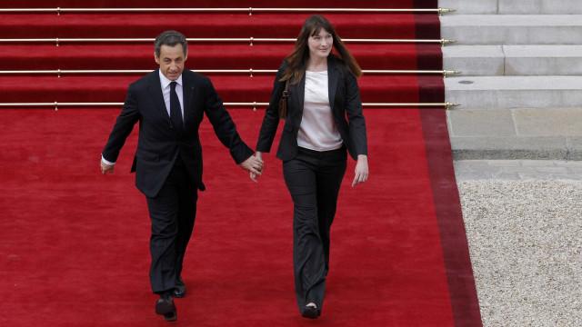 Mal deixou o Eliseu, Sarkozy entregou a cadela que havia adotado