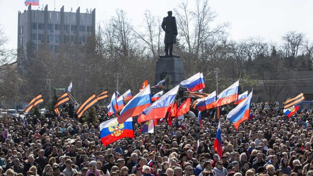 UE impõe novas sanções contra Rússia devido à Crimeia