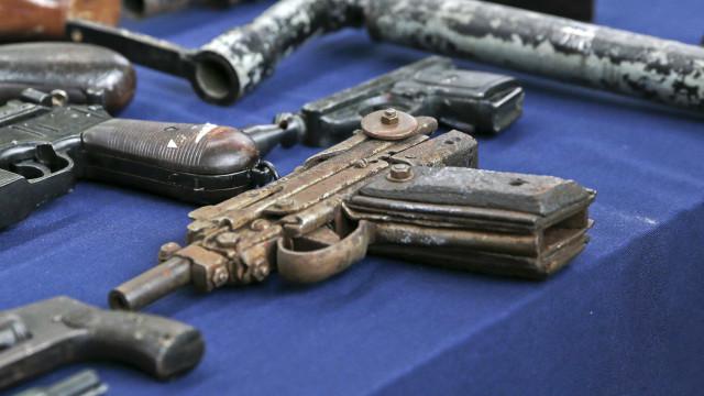 Político admite que 'vendeu alma ao diabo' ao alinhar com lóbi das armas