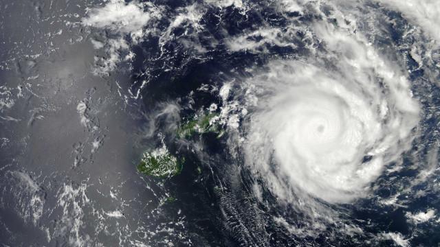 Dois mortos e cerca de 300 mil deslocados devido a ciclone