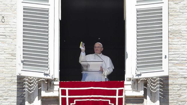 Papa alerta que desprezo, insulto e indiferença matam